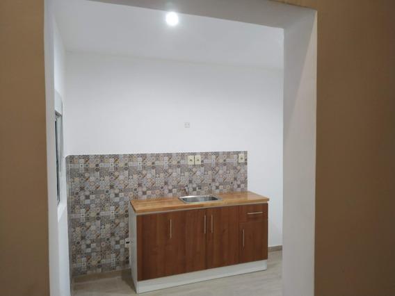 Dueño Alquila Casa. Amplia Y Luminosa, Patio, Reciclada.