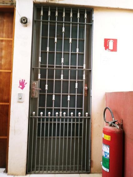 Vendo Apartamento Cdhu,com 02 Quartos, Sala Cozinha E Wc.
