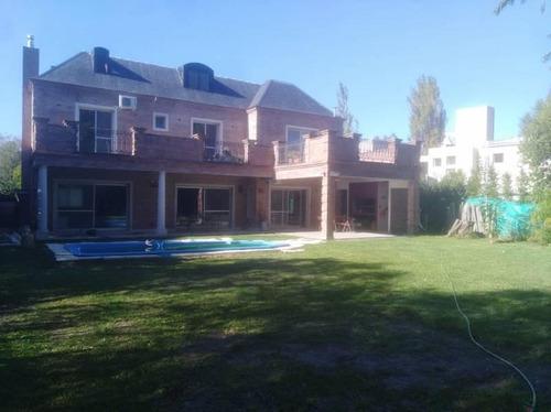 Excelente Casa En El Corazon Del Barrio!!!!