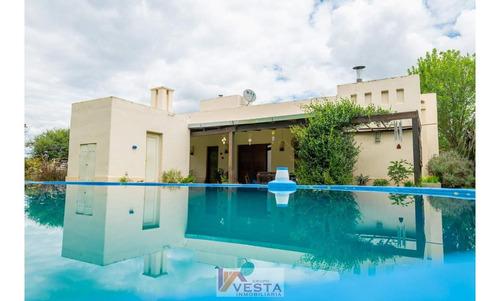 Venta Importante Casa En Club De Campo Santa Apolonia Zona S