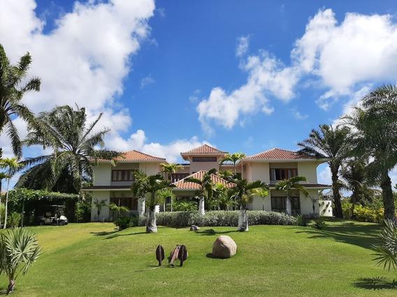 Venta De Hermosa Villa Con Vista A Campo De Golf En Cap Cana