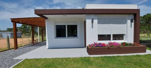 Vende Casa A Estrenar - 2 Dormitorios - Barrio Los Angeles