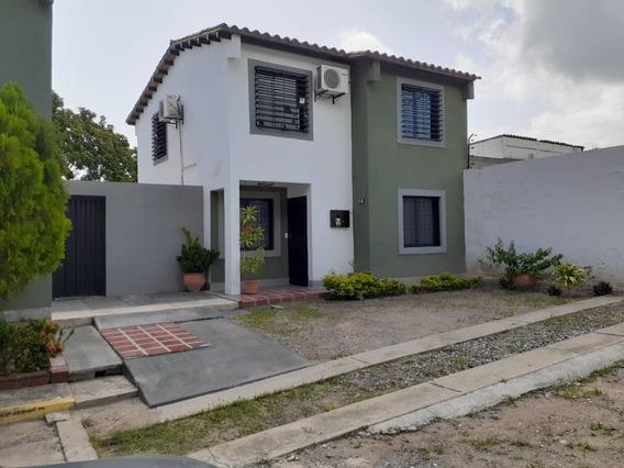 Rentahouse Lara Vende Casa En Urb. Villa Roca