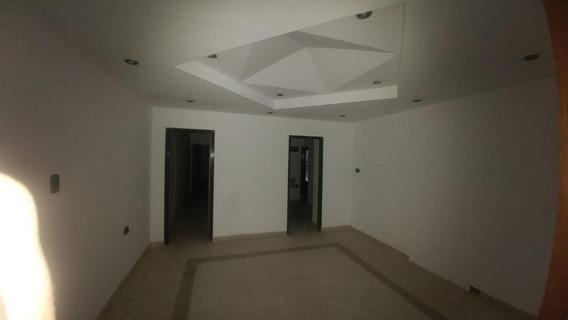 Casa De 4 Dormitorios, Con Departamento O Consultorio