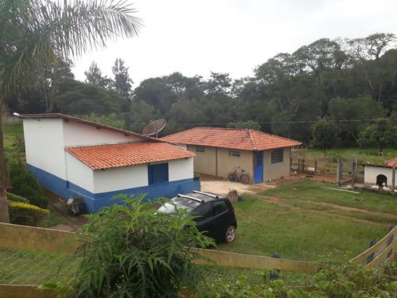 Sítio Em Caxambu Sul De Minas , Ótima Localização , Casa Com Quarto , Sala , Cozinha , Banheiro, Muita Água. - 260