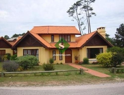 Venta Y Alquiler De Casa En Pinares, 3 Dormitorios, 2 Baños, Muy Linda Propiedad, . - Ref: 44520