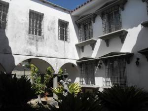 Casa En Venta En Guataparo Country Club Valencia 20-49 Valgo
