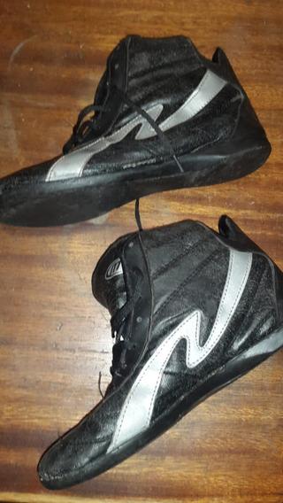 Zapatillas Tipo Botitas, Color Negro Con Detalles Plateados