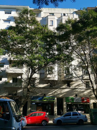 Apartamento De 2 Dormitorios, Sobre Libertador, Oportunidad!