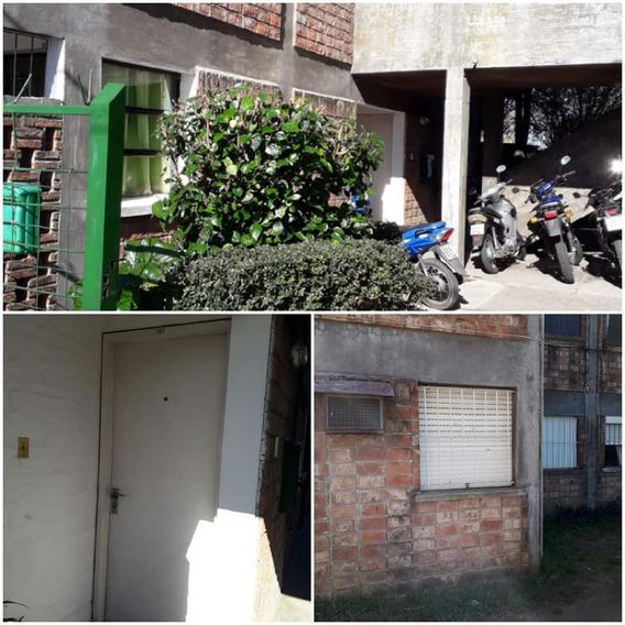 Apartamento De Un Dormitorio, Planta Baja.