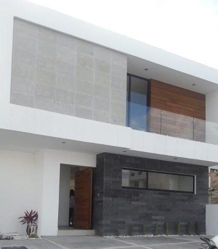 Estrene Casa En Exclusivo Fraccionamiento En Juriquilla!