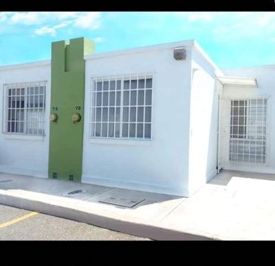 Casa En Venta En Fraccionamiento Viñedos, Querétaro