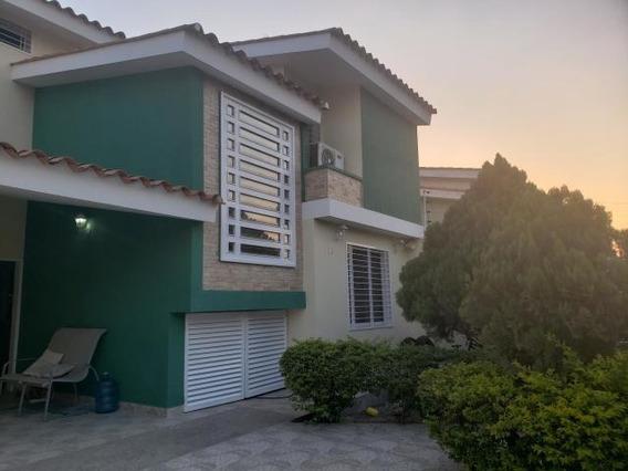Townhouse En Venta Villas Caribe Av Dr Montoya 20-18507 Hcc