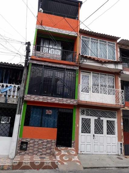 Casa De 4 Pisos Con 4 Habitaciones Y 4 Baños Y Terraza.