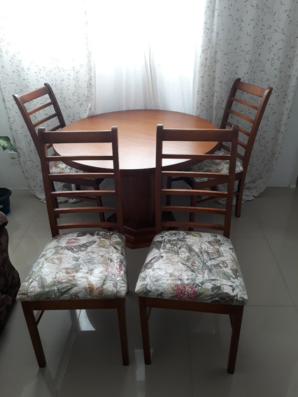 Mesa Redonda Com 4 Cadeiras. Em Madeira Jequitibá. 110x110