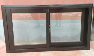Ventana De Aluminio Color Negra Con Detalles