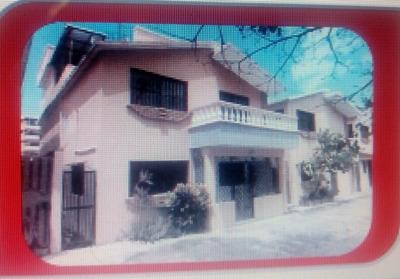 Casa De Dos Niveles En Alma Rosa 2da