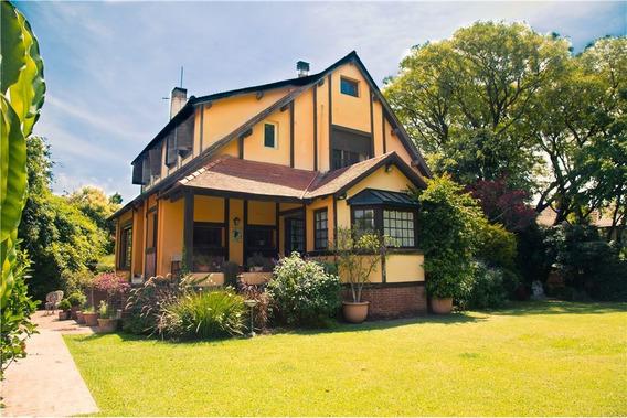 Casa En Venta Con Jardin, Piscina Y Quincho