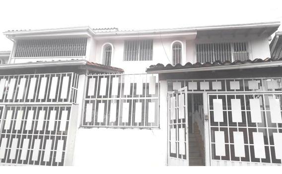 Alquiler Casa En Urbanismo Privado En Las Acacias