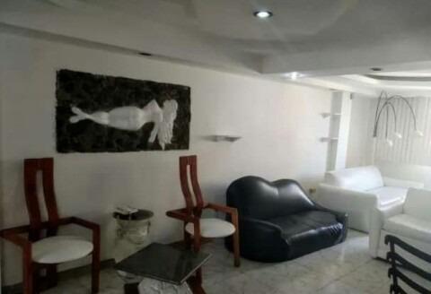 Apartamento En Alquiler Urb. El Bosque 04243799160