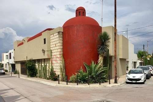 Residencia En Venta, Única De Arquitectura Estilo Mexicano.