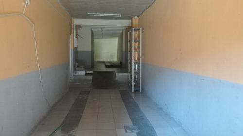 Excelente Local Con Deposito Oficinas Showroom Próximo Al Puerto De Montevideo
