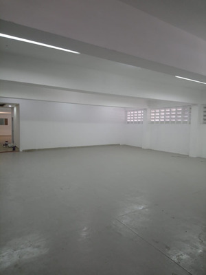 Excelente Nave Industrial De 600mts, Zona Muy Centrica.