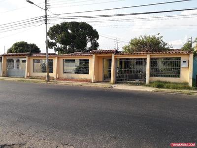 Amplia Quinta En Urbanismo Privado. 600mts2