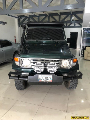 Toyota Pick-up De Lujo Sincrónico