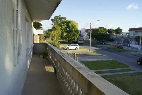 Apartamento De Dos Dormitorios Y Amplio Balcón