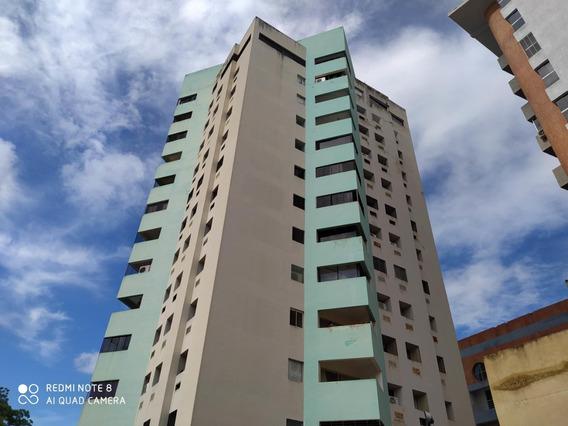 Apartamento En Venta En Agua Blanca Valencia 21-121 Lln