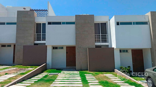 Casa En Venta Corregidora