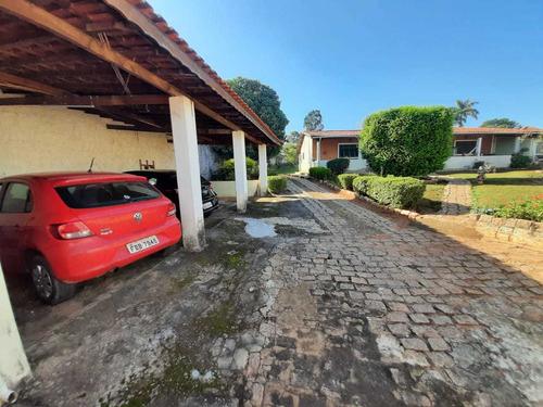 Casa Caseiro , Canil , Churrasqueira Coberta , Campo , Pomar