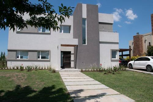 Dueño Casa Canton Barrio Islas Al Agua Con Piscina