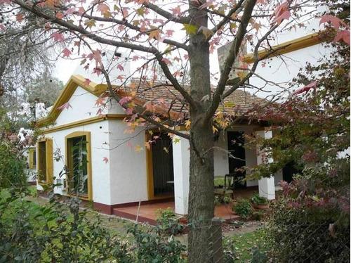 Casa Colonial Impecable En Un Lindo Lote Parquizado En Venta