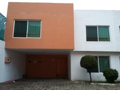 Casa En Renta En Zona Cerrito Y Bugambilias! Muy Cerca De La 16 De Septiembre Y Av. Margaritas! Ampl