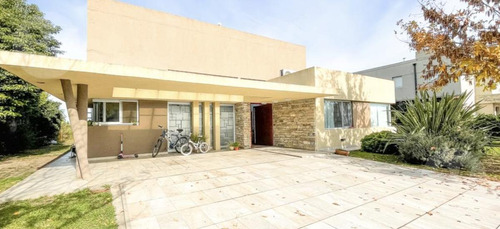 Imagen 1 de 10 de Casa - La Horqueta De Echeverría