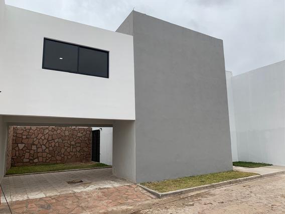 Casa En Privadad Amplios Espacios Y Pequeño Jardín En Puetecillas