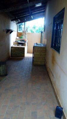 Kitnet, Quarto,banheiro,varandacozinha,garagem E Uma Peça No