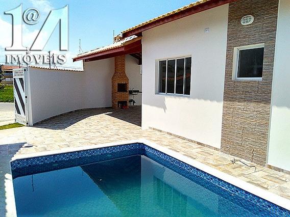 Casa Com Ótimo Acabamento, 2 Quartos, Piscina Em Itanhaem.