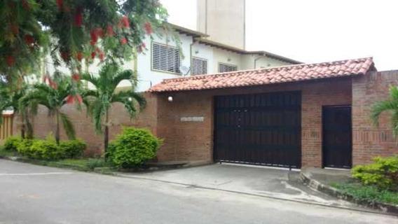 Town House En Venta, Alto Barinas Norte, Conjunto Cerrado