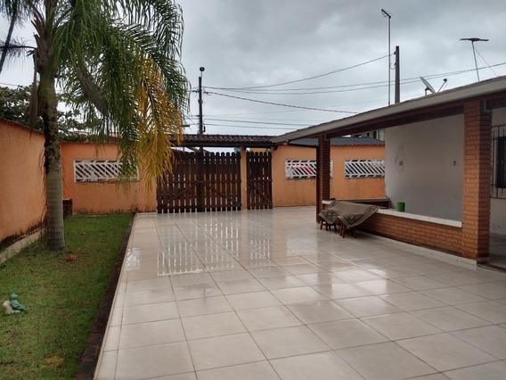 Casa Na Primeira Quadra Com 02 Dormitórios Em Itanhaém.