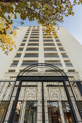 Apartamento Em Petrópolis Com 3 Dormitórios - Rg1210