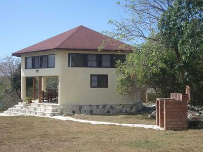 Casa Al Rio Cumayasa Con Muelle, 2000m2