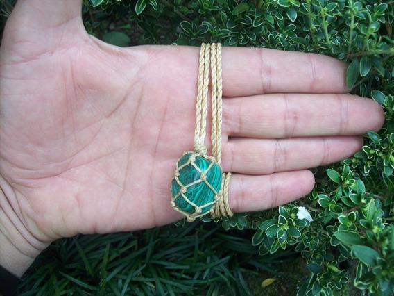 Colar Pedra Malaquita Hippie Castroada C/ Fio Palha Hippie