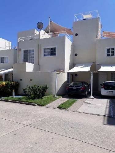 Villa En Condominio