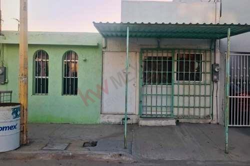 Venta De Casa En Col. Santa Maria