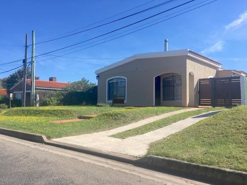 Casa En Venta En Pinares En Excelente Lugar Próximo A Todo !