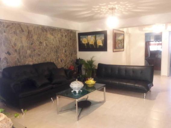 Apartamento En Res Saraith, Av. Bolivar. Cod: Naa-309