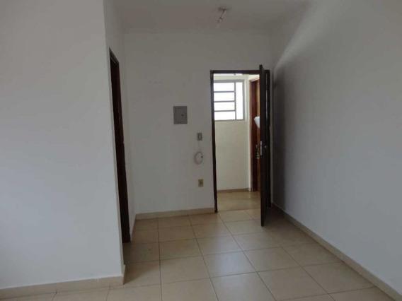 Sala Comercial Na Vila Boa Vista - Em Cima Da Farmacia Do Jorge - 7598